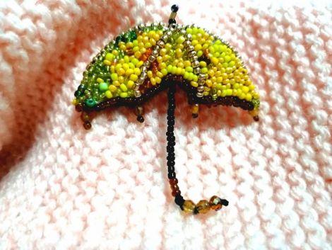 Brosa umbrela din margele