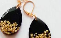 Cercei negri cu auriu din rasina