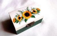Cutie din lemn decorata