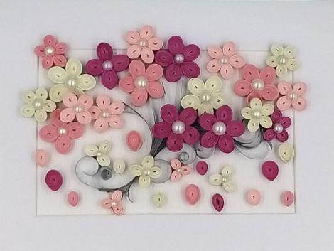Tablou Quilling-Copac cu flori roz.