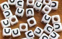 7mm margele albe alfabet litera U cub 100buc