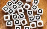 7mm margele albe alfabet litera D cub 100buc