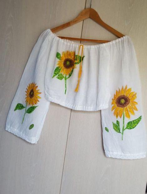 Bluza scurta pictat manual cu floarea soarelui