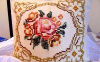 fata de perna cu trandafir cusut manual unicat