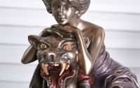 Statueta Art Nouveau cu o femeie cu o bestie