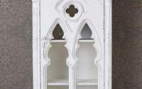 Dulapior gotic din lemn masiv alb antichizat