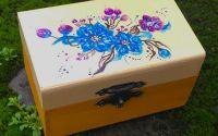 Cutie de bijuterii cu flori