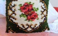 fata de perna verde cu trandafiri