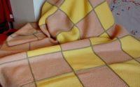 patura cuvertuta roz galben tricotata manual