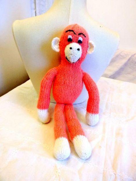 jucarie maimuta roz