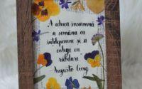 Tablou cu text caligrafic i flori presate