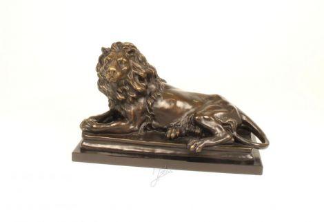 Leu sezand  - statueta din bronz colorat
