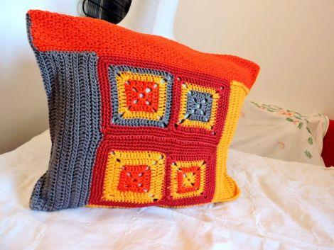 fata de perna crosetata manual in culorile toamnei