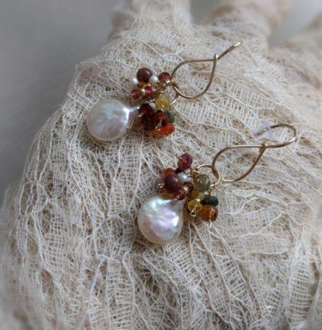 Cercei lungi din aur filat perle si safir