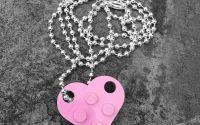 Set 2 lantisoare cuplu in forma de inima lego- roz