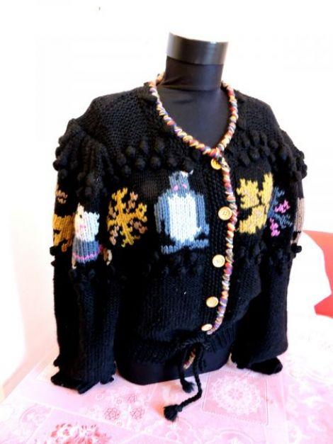 jerseu negru cu tematica tricotat manual