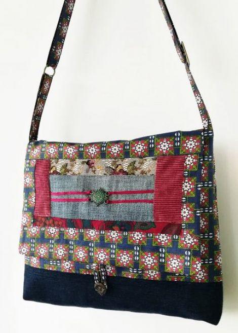 geanta cu floricele si pandant antichizat