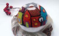 Glob mare din lana impaslita cu casute colorate