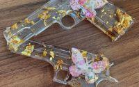 Pistol decorativ rasina