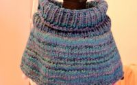 capa pelerina fular albstru tricotat