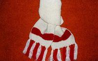 Fular alb cu fundite rosii aplicate