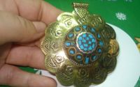 Pandantiv rotund auriu cu mozaic turcoaz