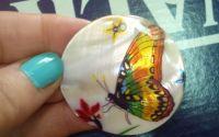 Pandantiv sidef cu fluture colorat
