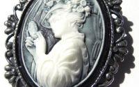 Brosa dama alb-negru antichizata