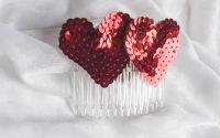 Pieptene par Red Valentine cu inimi din paiete ros